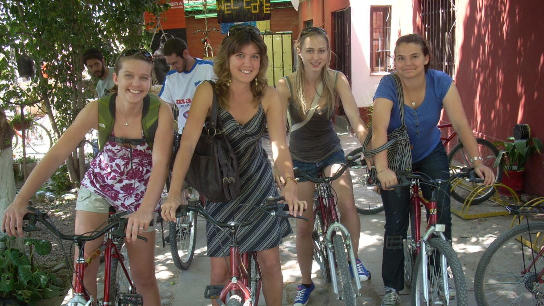 Projects Abroad volunteers explore Argentina by bike.